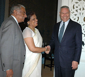Chandrika Kumaratunga - Kumaratunga (center) meeting with former US Secretary of State Colin Powell (right)