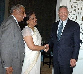 Chandrika Kumaratunga - Kumaratunga (center) meeting with former US Secretary of State Colin Powell (right)