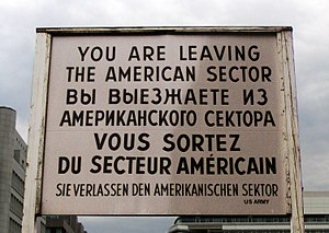 English: Sign at Checkpoint Charlie in Berlin