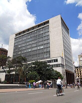 Bank of the Republic (Colombia) - Image: Ciclovía frente al edificio del Banco de la República