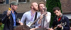 Da sinistra a destra: Jonny Buckland, Will Champion, Chris Martin, e Guy Berryman.