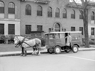 Milk float - A horse-drawn milk float in Montreal, Quebec, in 1942