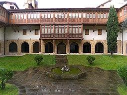 Convento de la Encarnación (Bilbao). Claustro.jpg