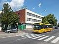 Credo BN 12 bus and Rekard Group building, 2018 Győr.jpg