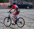 Cyklista na výjezdu ze Stromovky.jpg