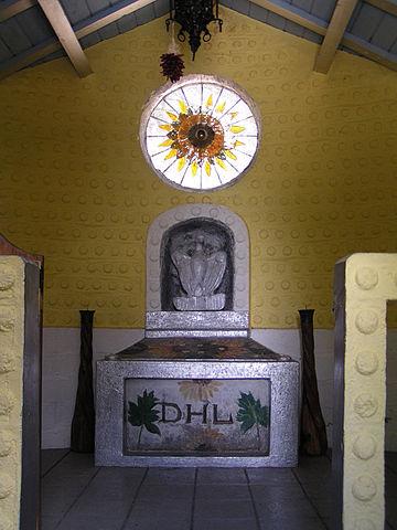 Надгробие Лоренса в Таосе, Нью-Мексико, США
