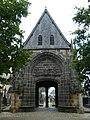 Daoulas abbaye porche cimetière.JPG