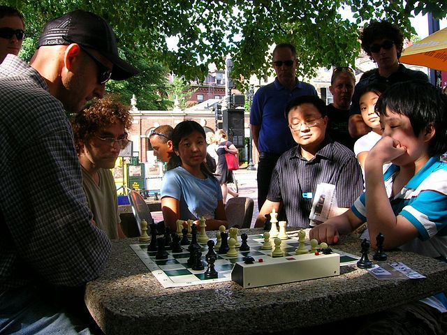 Dean Metrovich chess in Harvard Square Photo Steve Stepak 2007.JPG