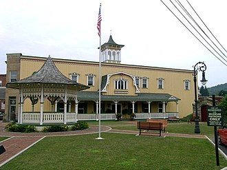 Oakland Historic District (Oakland, Maryland) - Image: Deer Park Hotel (20981783094)