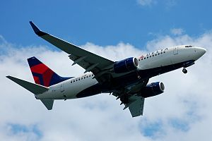 A Delta Air Lines Boeing 737-700 (N303DQ).