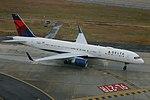 Delta N658DL Boeing 757-200 (39890898353).jpg
