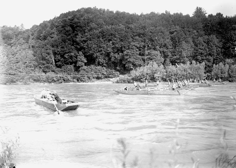 File:Die eingefahrenen Pontonboote auf der Aare - CH-BAR - 3240714.tif