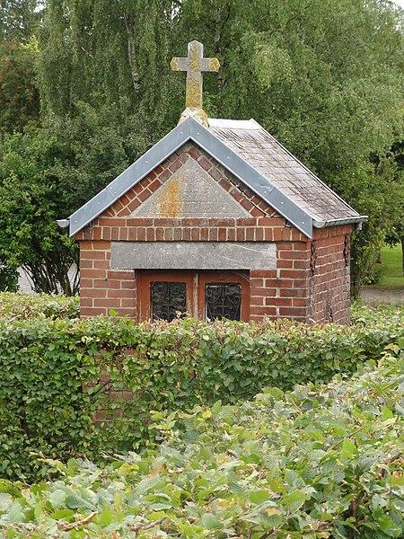 Dimechaux (Nord, Fr) chapelle entre jardinets du bourg
