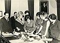 Diputadas de la República de Chile, firmando el proyecto de ley de la creación de la JUNJI (1970).jpg