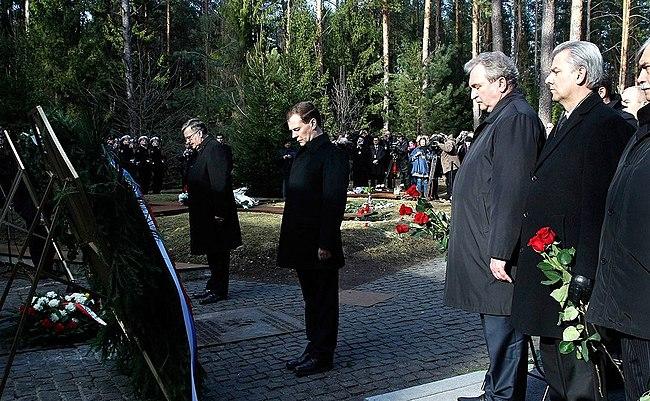 Dmitry Medvedev 11 April 2011-8.jpeg