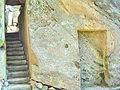 Donndorf - Fantaisie Schlosspark - Strohhütte 03 - Treppenaufgang (15.04.2007).jpg