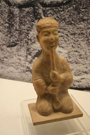 Xiao (flute) - A ceramic xiao flute player excavated from an Eastern Han Dynasty (25-220 AD) tomb in Sichuan province
