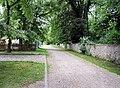 Egeln-Nord, Anger, Weg zw. Schloss und Kindergarten - panoramio.jpg