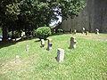 Espelette (Pyr-Atl., Fr) partie ancienne du cimetière avec diversité de stèles.JPG