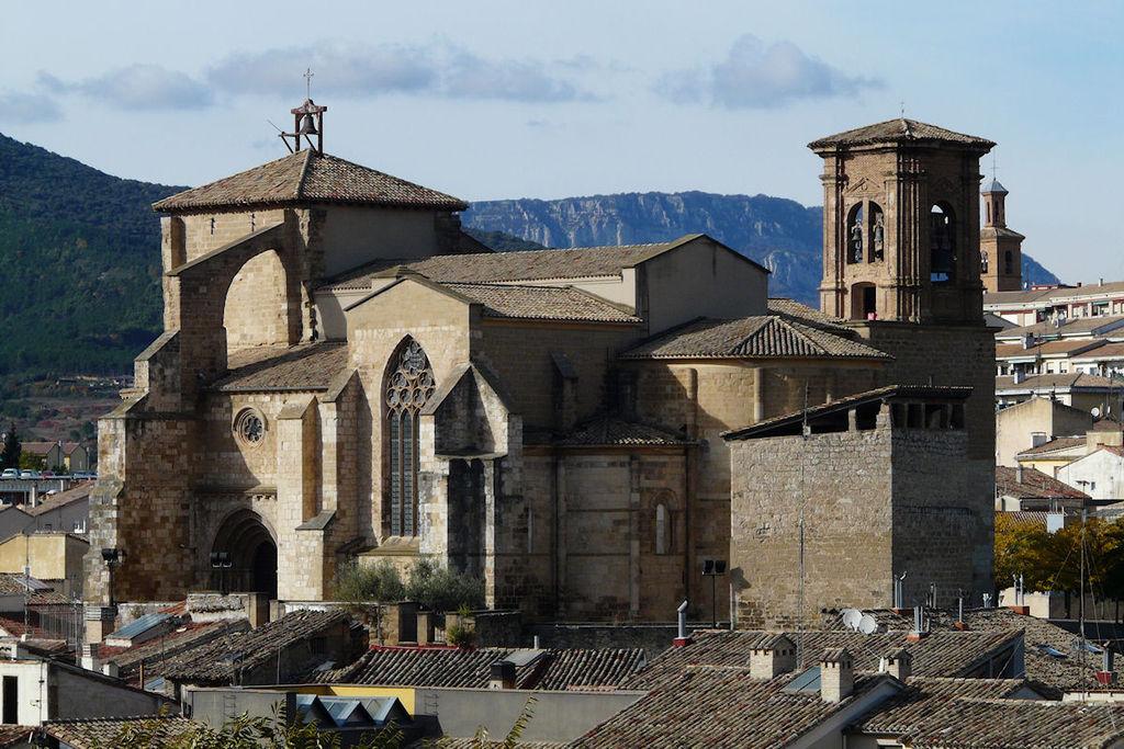 Estella-Lizarra, Iglesia de San Miguel 01.JPG