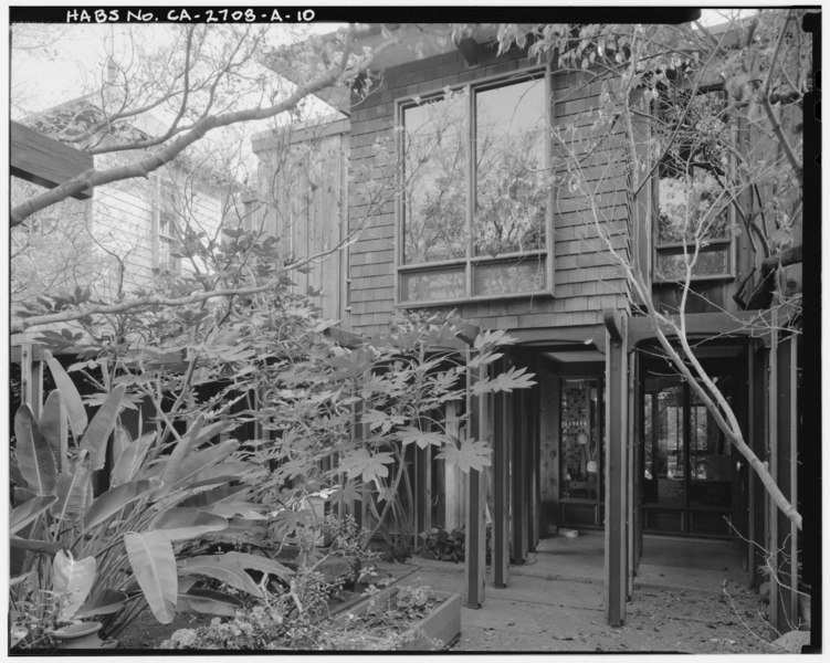 File:Exterior main residence entry area view, facing southeast. - Sam and Alfreda Maloof Compound, Main Residence and Workshop, 9553 Highland Avenue, Rancho Cucamonga, San HABS CAL,36-RANCU,3A-10.tif
