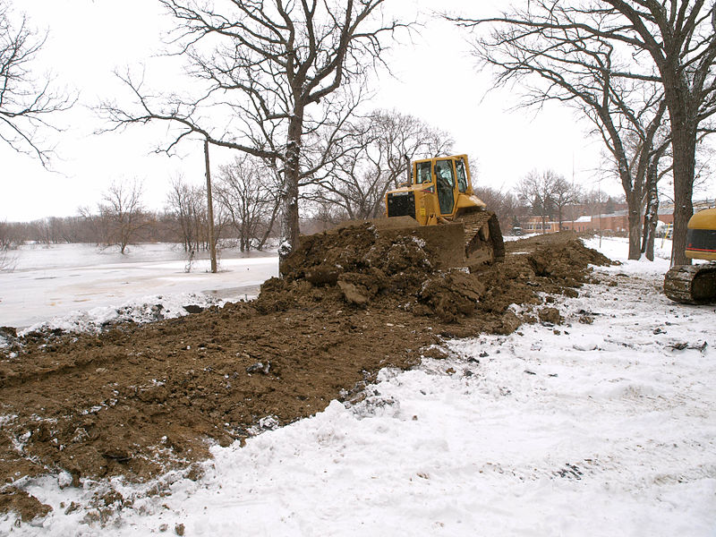 File:FEMA - 40328 - A worker increases the height of a dike with construction equipment in Fargo.jpg
