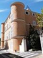 Façade avec tours de la mairie de Gémenos.jpg