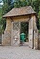 Ferme du hameau de la Reine - Portail à auvent.jpg