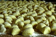 https://upload.wikimedia.org/wikipedia/commons/thumb/3/32/Field_of_uncooked_gnocchi.jpg/220px-Field_of_uncooked_gnocchi.jpg
