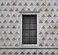 Finestra palazzo dei Diamanti Ferrara.JPG