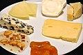 Flickr - cyclonebill - Roquefort, manchego, gedeost, parmesan, Prima Donna, syltet abrikos og honning med ristet hvidløg.jpg