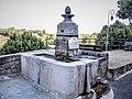 Fontaine à l'entrée du quartier de La Baume.jpg
