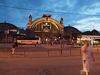 Frankfurt am Main Hauptbahnhof at night.jpg