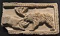Fris d'estuc realitzat a motlle amb ós i porc senglar enfrontats, torre de la Creu o Xauxelles (la Vila Joiosa) segles III-IV, Museu Arqueològic d'Alacant (MARQ).JPG