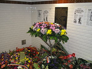 Place du 8 Février 1962 - Flowers left at the commemorative plaque in the Métro