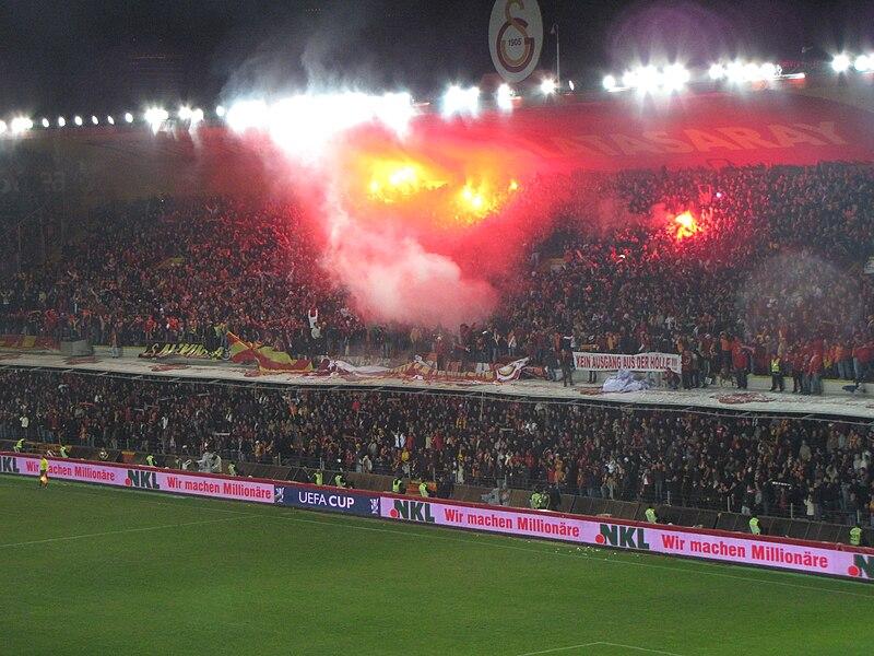 Dosya:Galatasaray-hamburg 2009-2.jpg