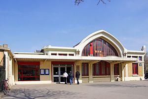 Pont-Cardinet Station - Image: Gare de Pont Cardinet 2010