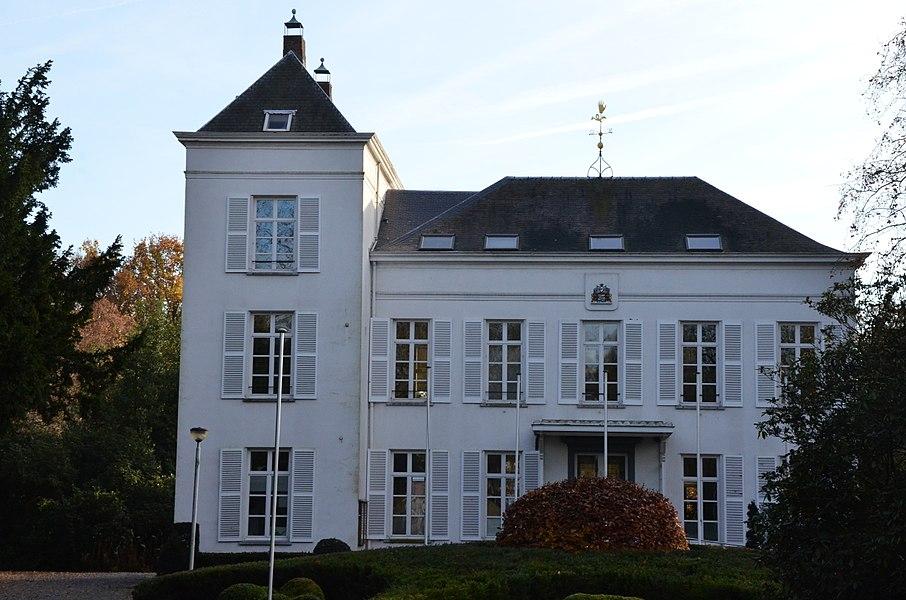 Kasteel Weyninckhoven, nu gemeentehuis