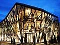 Gewandhaus Gruber Neubau bei Nacht.jpg