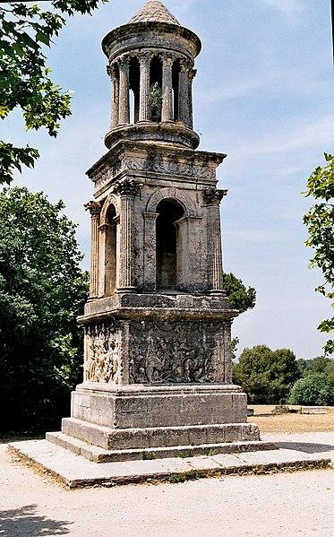 Fichier:Glanum-mausolee.jpg