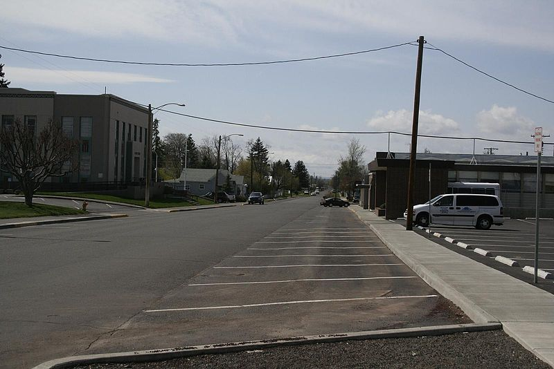 File:Goldendale WA street scenery 6.jpg