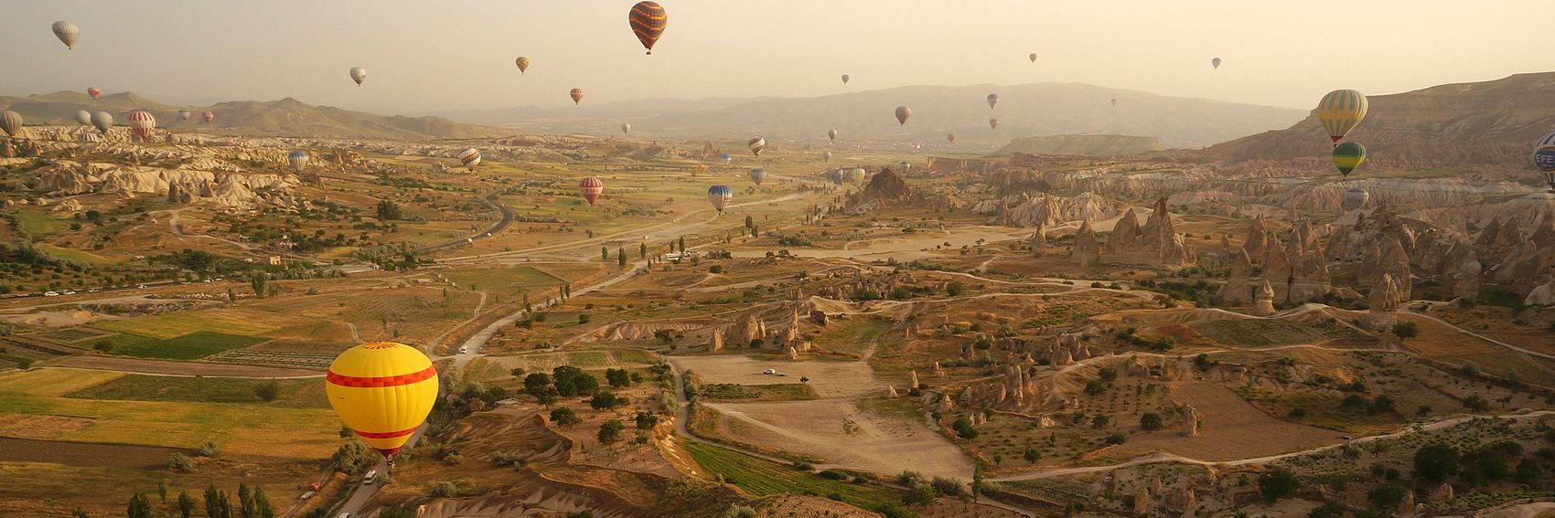 """Mongolfiere in Cappadocia"" - immagine originale di di Mr Hicks46, immagine derivata a cura di Lkcl it"