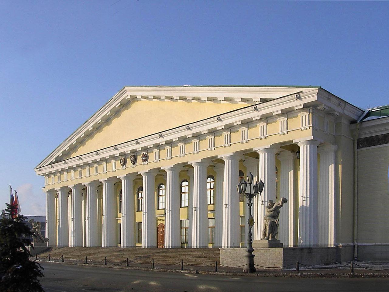 Главное здание Горного университета (1811) в стиле классицизма, арх. А. Н. Воронихин.