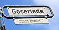 Goseriede in Hannover, Ecke Lange Laube, Straßenschild mit Legendentafel,1498 als Gänseanger erstmals genannt.jpg