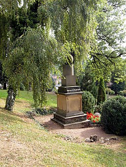 Grab Friedrich Fröbels auf dem Schweinaer Bergfriedhof (Seitenansicht)