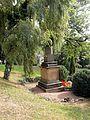 Grab Friedrich Fröbels auf dem Schweinaer Bergfriedhof (Seitenansicht).JPG