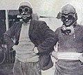 Grand Prix de l'ACF 1906, Arthur Duray et son mécanicien, avec leurs masques anti-poussières.jpg