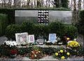 Grobnica djece sa Kozare Mirogoj.jpg