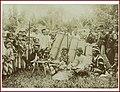 Groepsportret van Mandailing mannen en kinderen.jpg