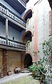 Hôtel Marvéjol (Toulouse) Cour intérieure et le puit.jpg